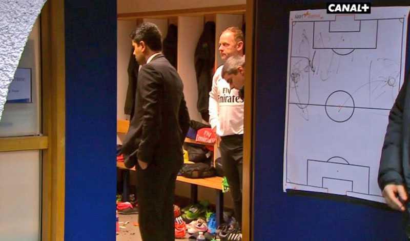 Nasser Al-Khelaifi fångades på bild när han tog sig ned till omklädningsrummet i halvtid.