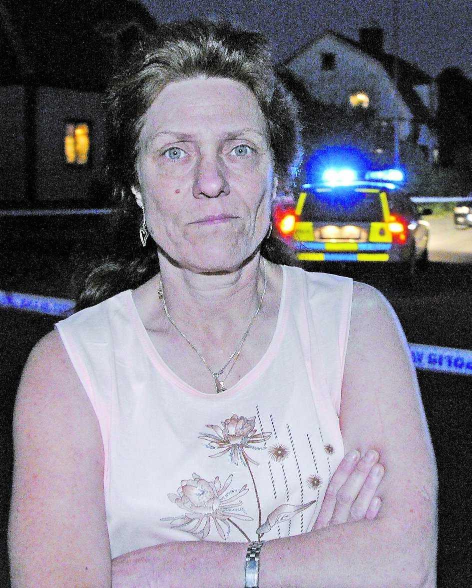 """""""Det har varit bråk och hot där tidigare"""", säger Eve-Lott Jonsson, 50, som bor i närheten av klubben."""