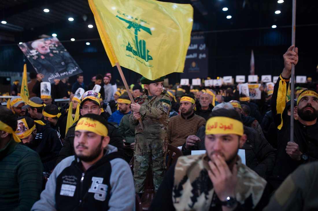 Anhängare till Hizbollah i Beiruts förorter. Arkivbild.