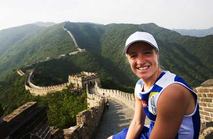 HÖGA HÖJDER Victoria Svensson och damlandslaget besökte under onsdagen Kinesiska muren.