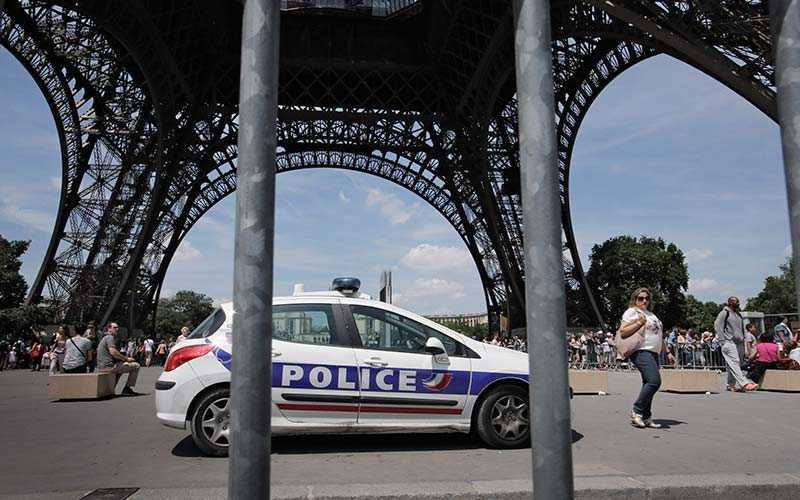 I fjol stängde till och med Eiffeltornet under en dag på grund av alla ficktjuvar som härjade i området