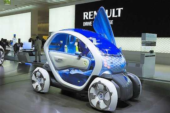 Renault Twizy Twizy ZE Concept är en liten och smal bil där passageraren sitter bakom föraren. En vändradie på endast tre meter är perfekt i stadsmiljön. En försmak på en elbil för arbetspendling i urbana miljöer som dyker upp under 2011. Maximal räckvidd blir 100 km.