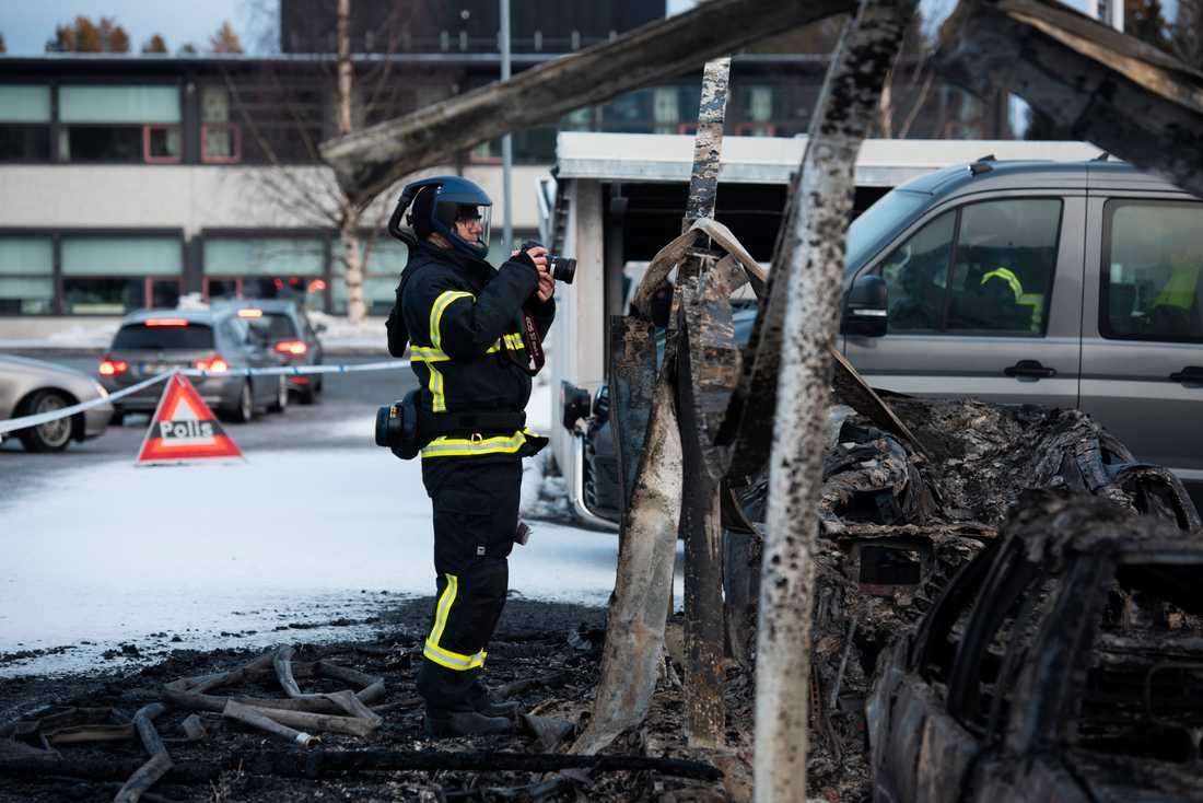 Ett 40-tal bilar förstördes i branden i stadsdelen Marieområdet i Umeå den 14 februari i år.