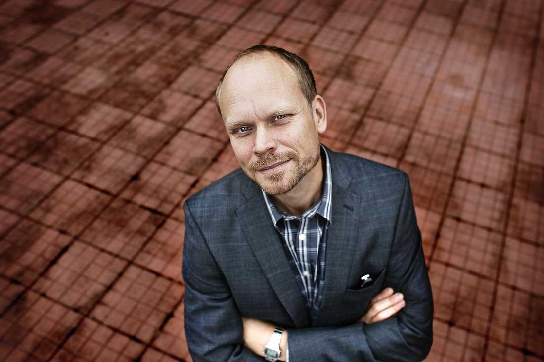 """HÅLLER TAKTEN Kristian Luuk har ett avtal med SVT som säger att han ska göra """"På Spåret"""" och ytterligare ett program per år. Nu är det klart att det andra programmet i år blir """"Maestro"""". """"Sex kända personer från olika yrkeskategorier ska få lära sig att dirigera Sveriges Radios symfoniorkester"""", säger Luuk om tv-serien."""
