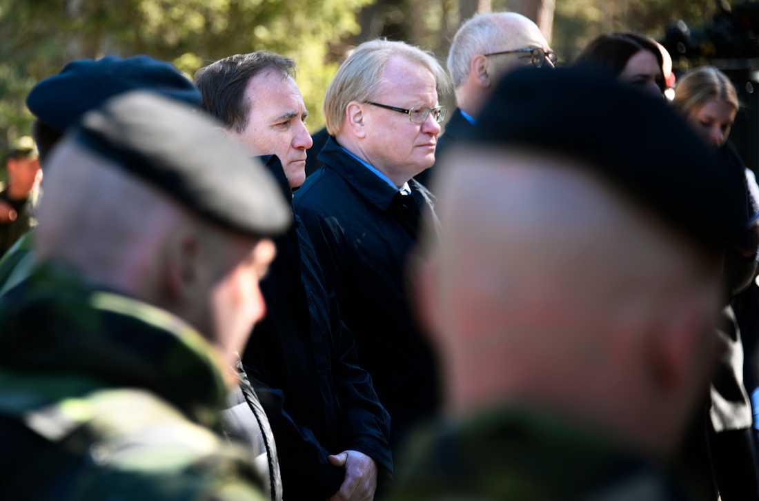 Försvarsminister Peter Hultqvist (S) på besök på Gotland under onsdagen.