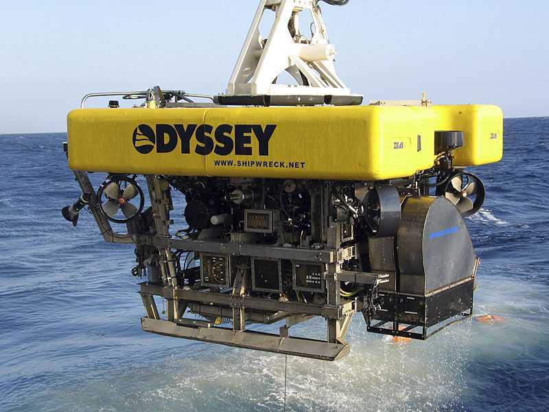 Skattletarna använder fjärrstyrd sökutrustning med djuphavskamera.