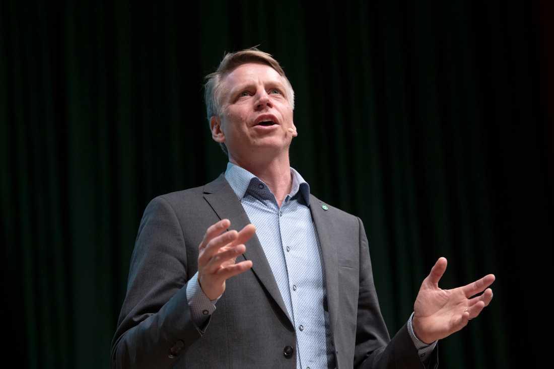 MP:s språkrör Per Bolund vill att alla nya hus ska ha solceller på taket.