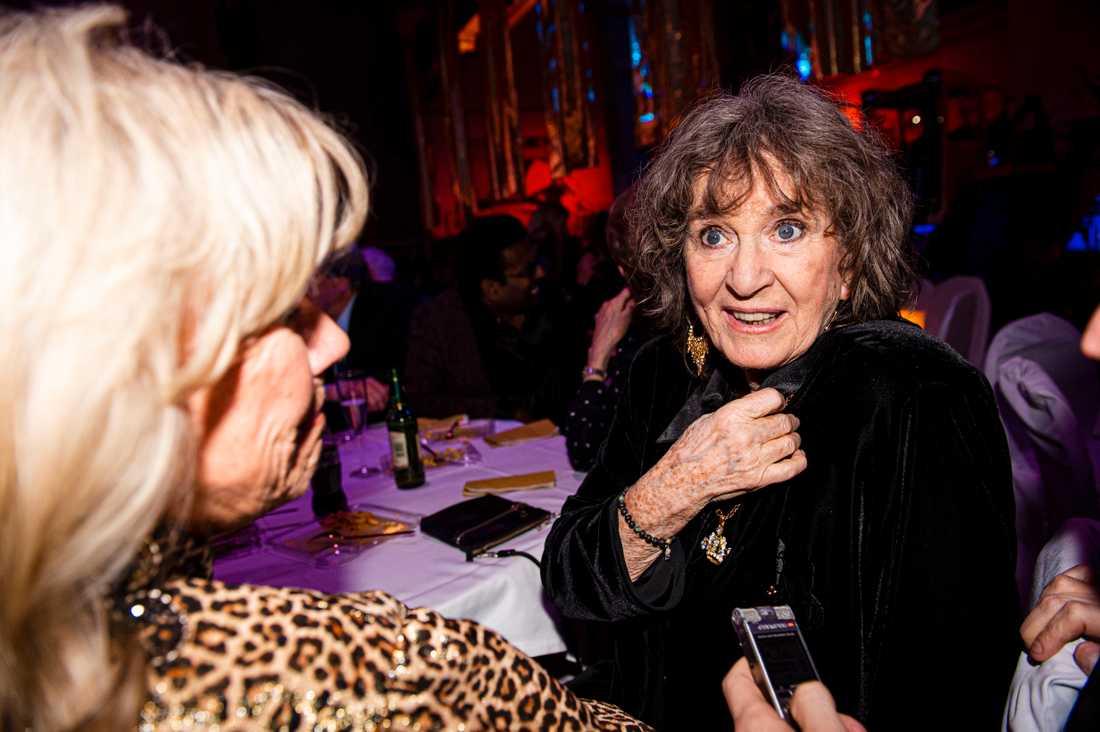 Siw Malmkvist och Ann-Louise Hanson tycker att det är svårt att höra avd artisterna sjunger i sina låtar.