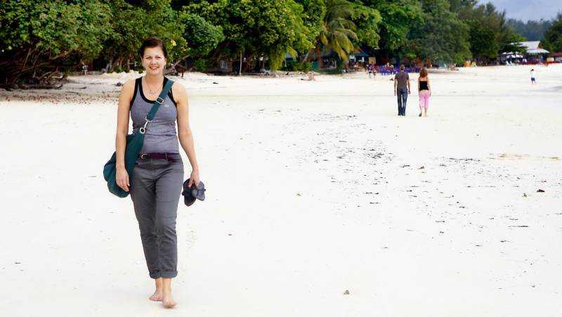 Cecilia Billgren är tillbaka på Pattaya Beach efter fem år. Den är fortfarande vacker, men hon saknar potatismjölsgnisslet.