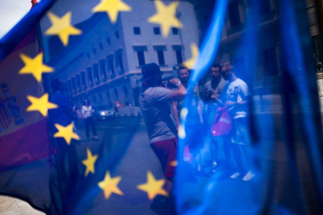 Spanien uppges överväga att bevilja omkring 400000 britter uppehållstillstånd i händelse av en avtalslös brexit.