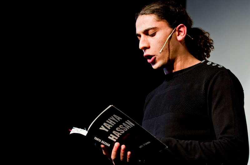 Den dansk-palestinske poeten Yahya Hassan hyllas av rasister för  sina dikter om patriarkalt våld i förorten. Foto: TT