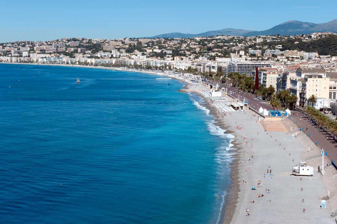 Bild från Promenade des Anglais dagen efter attacken som dödade fler än 80 personer och lämnade ytterligare 50 med livshotande skador.
