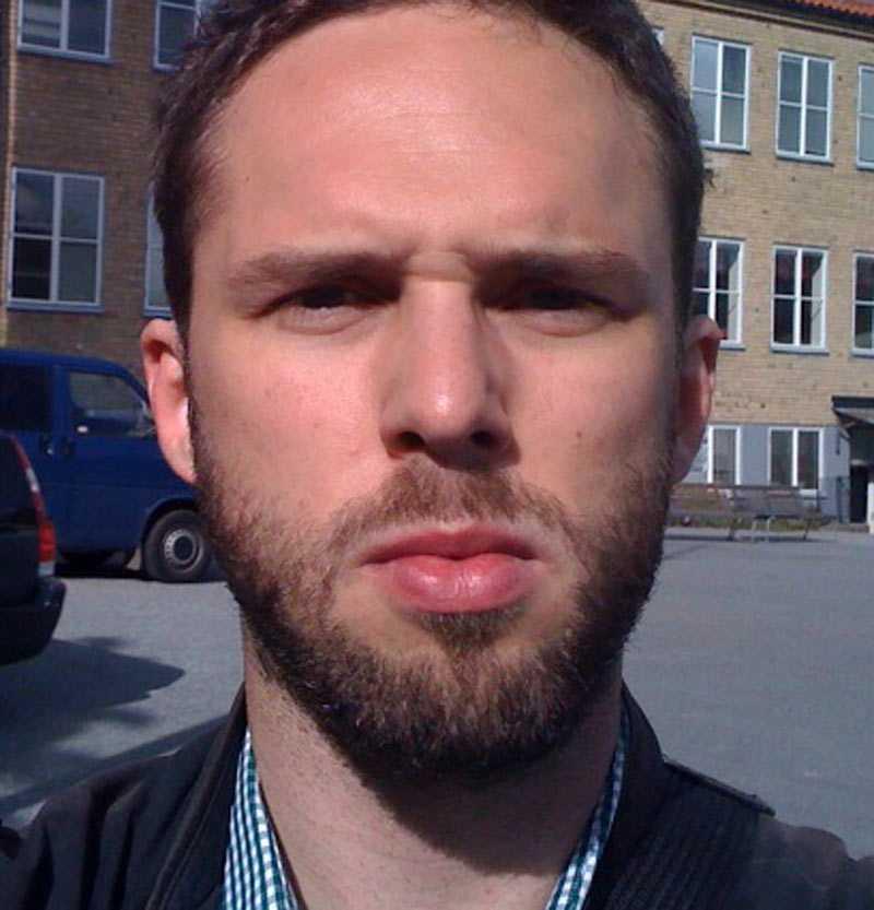 Aftonbladets David Nannini Nilsson på plats vid presskonferensen efter olyckan på Aspnässkolan i Järfälla.