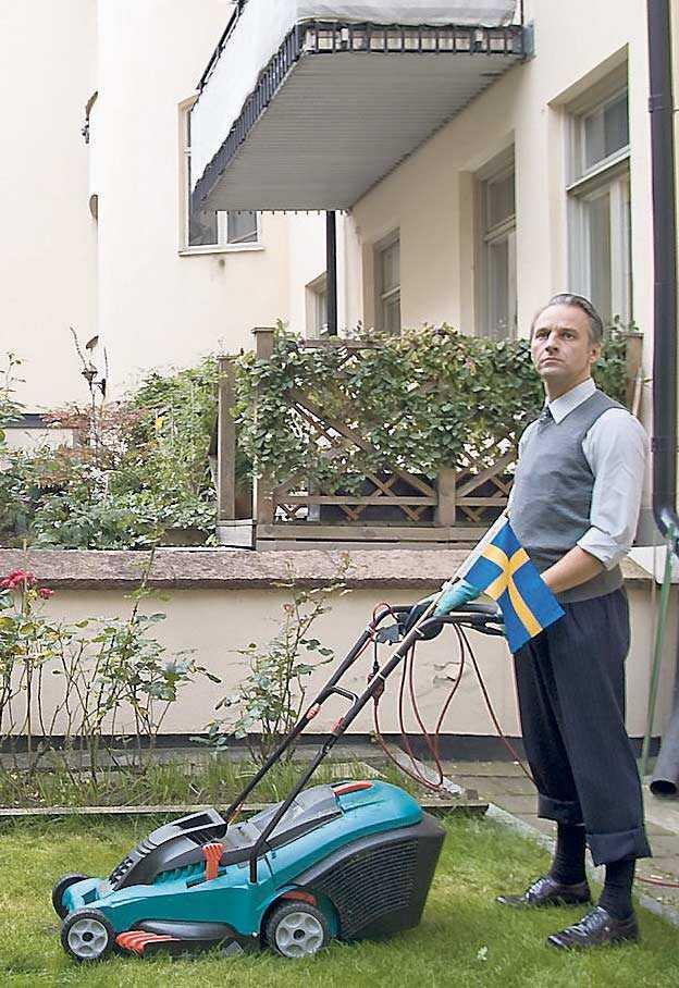 Björn Kjellman gör sin rasistiske Oskar med ett stråk av svart komik.