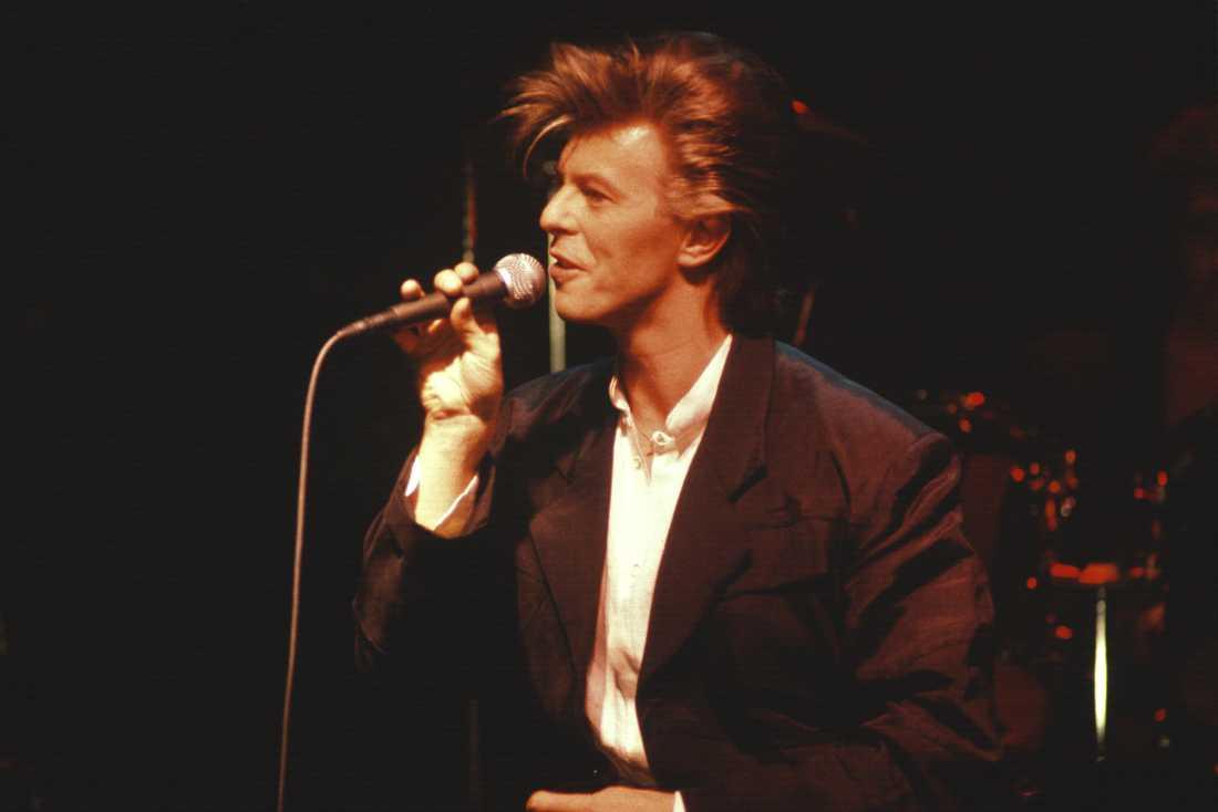 """David Bowie håller kombinerad konsert och presskonferens för albumet """"Never let me down"""" på rockklubben Ritz i Stockholm 28 mars 1987."""