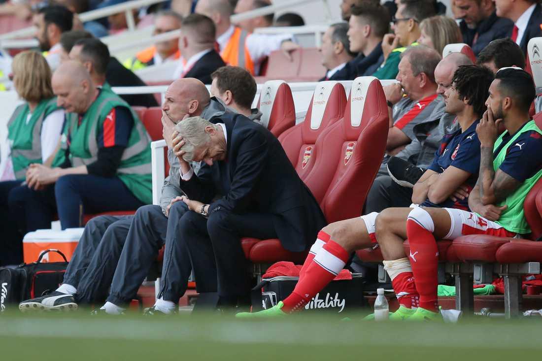 Arsene Wenger har en del att fundera på. Kan den franske managern lista ut det Östersundsspelarna knappt klarar av?