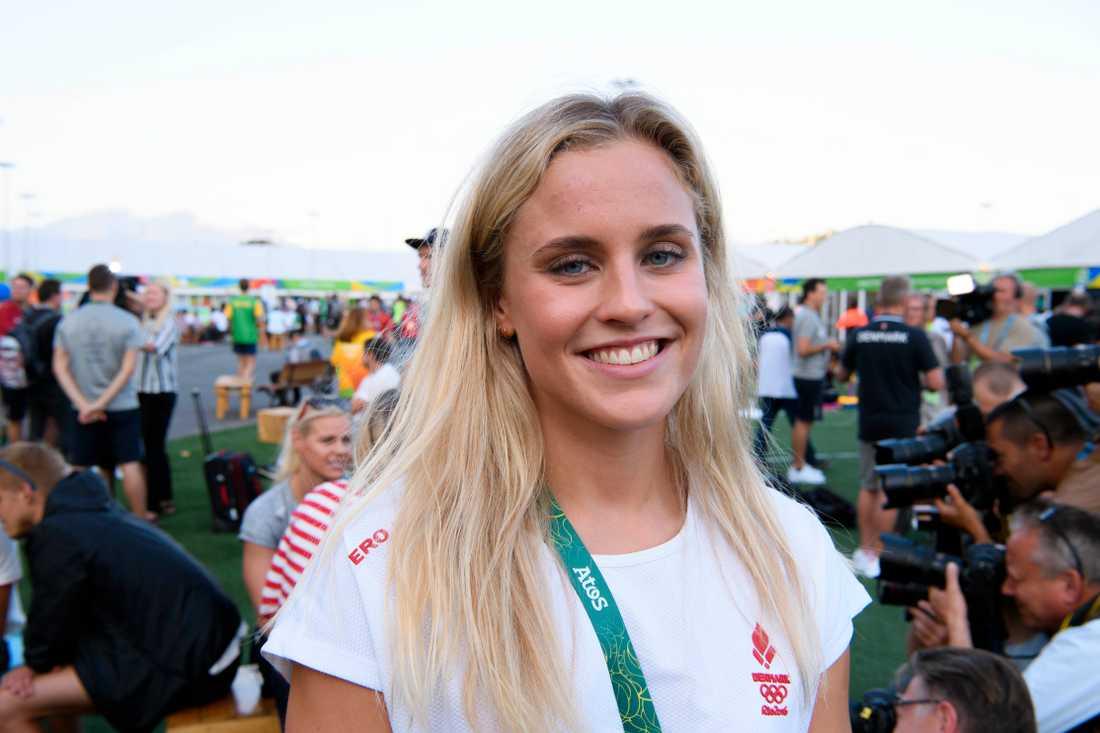 Danska simmerskan Sarah Bro pekas ut som Zac Efrons nya flickvän.