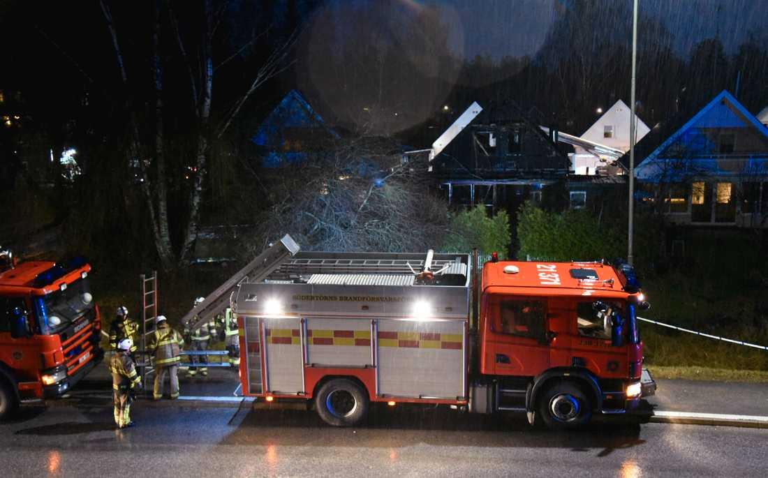 Två personer dog i branden i Tumba, söder om Stockholm, den 18 december förra året. Arkivbild.