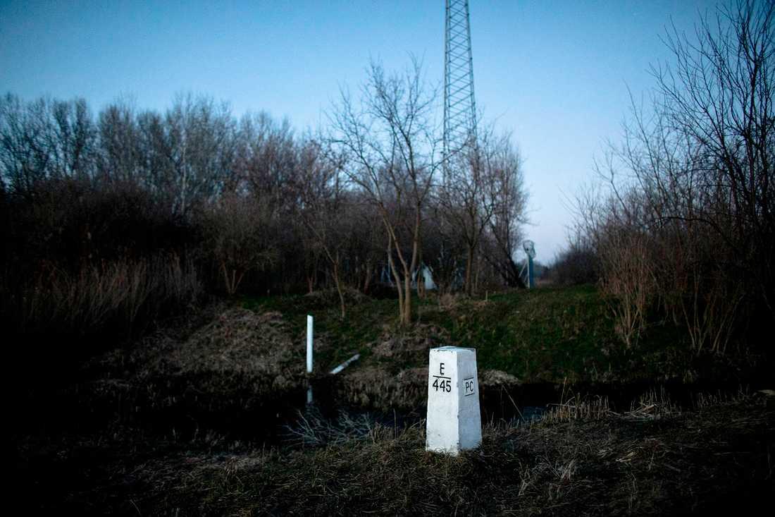 Gränsmarkering mellan länderna i närheten av Hajdukovo.