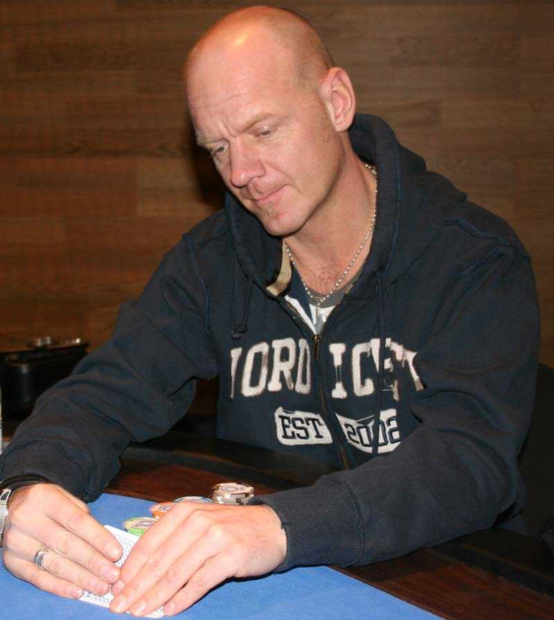 Tony Rickardsson gör en satsning på poker. Den här veckan spelar han European Poker Tours deltävling i Köpenhamn.