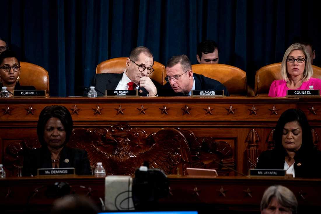 Representanthusets justitieutskott ordförande Jerry Nadler från Demokraterna (till vänster) och Doug Collins från Republikanerna under måndagens möte.