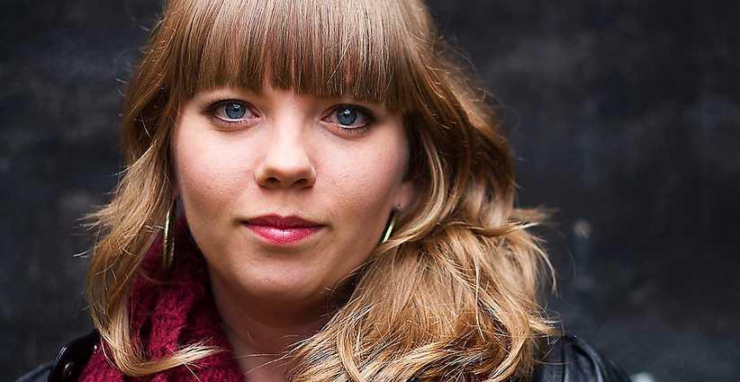 """Poeten och kallskänkan Jenny Wrangborg är redaktör för antologin """"Lösa förbindelser""""."""
