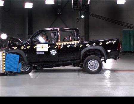En ISuzu D-Max-Rodeo krocktestas av Euro NCAP.