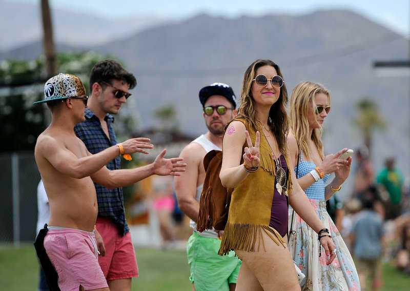 Människor vallfärdar från hela världen för att besöka Coachella.