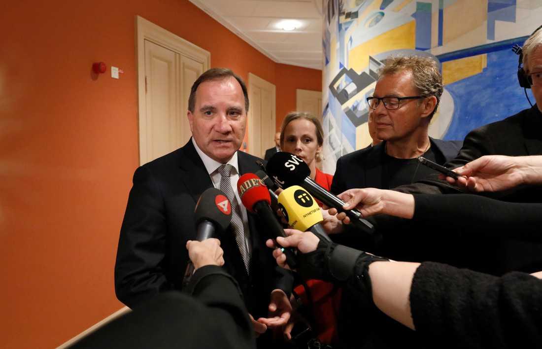 """Statsminister Stefan Löfven uttalar sig om Annika Strandhäll. """"Hon är en av de kvinnliga politiker som möter mest hat på sociala medier. Det är den hatsvansen som kommer att dansa och dricka champagne om en sådan här oseriös kampanj skulle lyckas. """""""