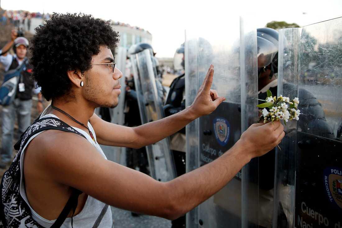 Oppositionella studenter i huvudstaden Caracas.