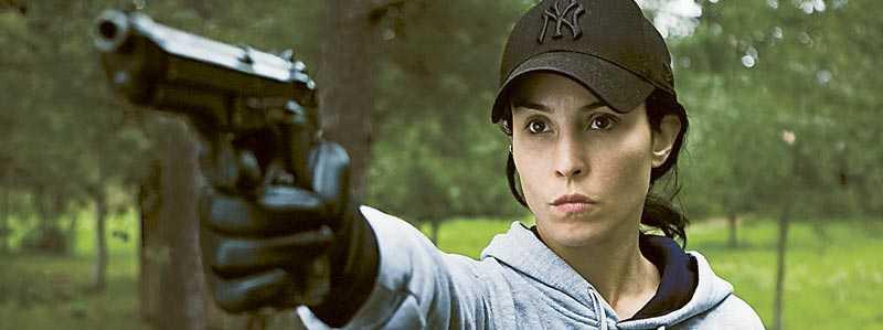 """Lisbeth Salander (Noomi Rapace) drar på hämndturné i """"Flickan som lekte med elden""""."""