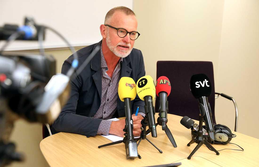 Utredare Anders Larsson vid Malmöpolisens presskonferens på måndagsförmiddagen. Natten till måndagen sköts en man till döds i stadsdelen Kroksbäck i Malmö