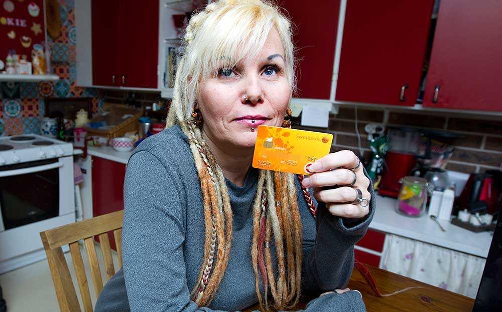 Anette fick sitt kort spärrat av Swedbank när hon köpte födelsedagspresenter åt dottern.