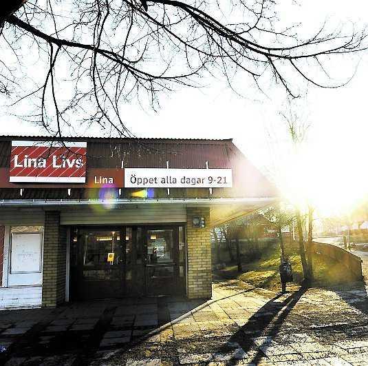 En 18-åring blev indragen i en bil utanför Matbutiken Lina livs och våldtogs.