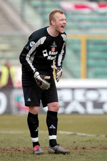"""TUNG START I SERIE A Magnus Hedman gjorde sin första match för Ancona - och redan efter 43 sekunder gjorde Lecce 1-0. """"Tråkigt att förlora"""", säger Hedman om debuten."""