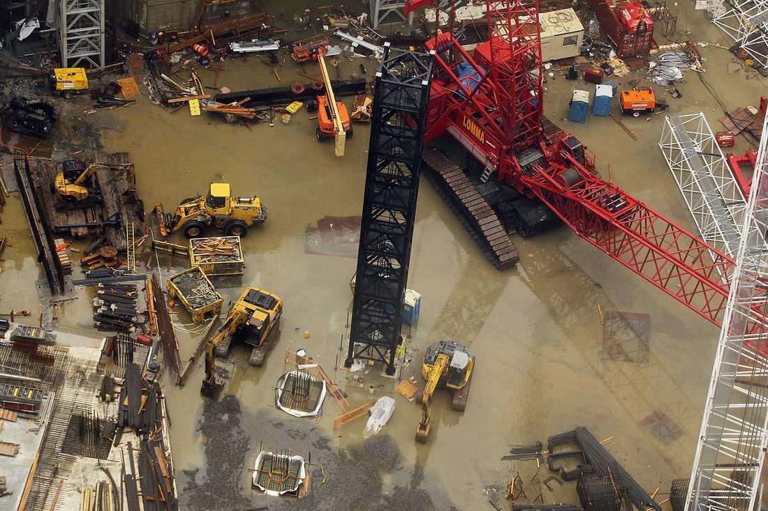 New York, New York: Regnvatten har samlats vid Ground Zero.