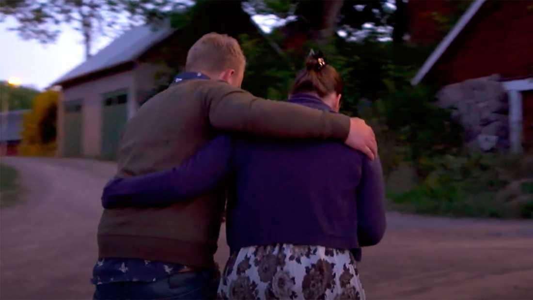 Per och Lina drar från logdansen.