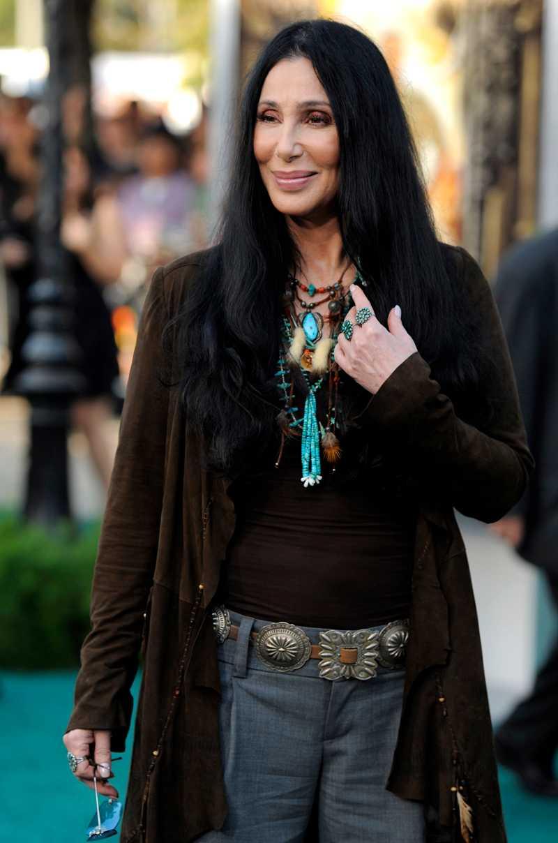 Cher avslöjar intima detaljer om männen i hennes liv.