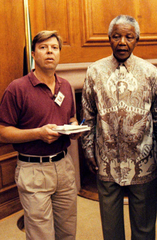 EN GLOBAL IKON När Wolfgang Hansson träffade Nelson Mandela 1996 har han blivit president och slagit hela världen med häpnad. Men makten hade inte stigit honom åt huvudet och han var samma ödmjuka person.