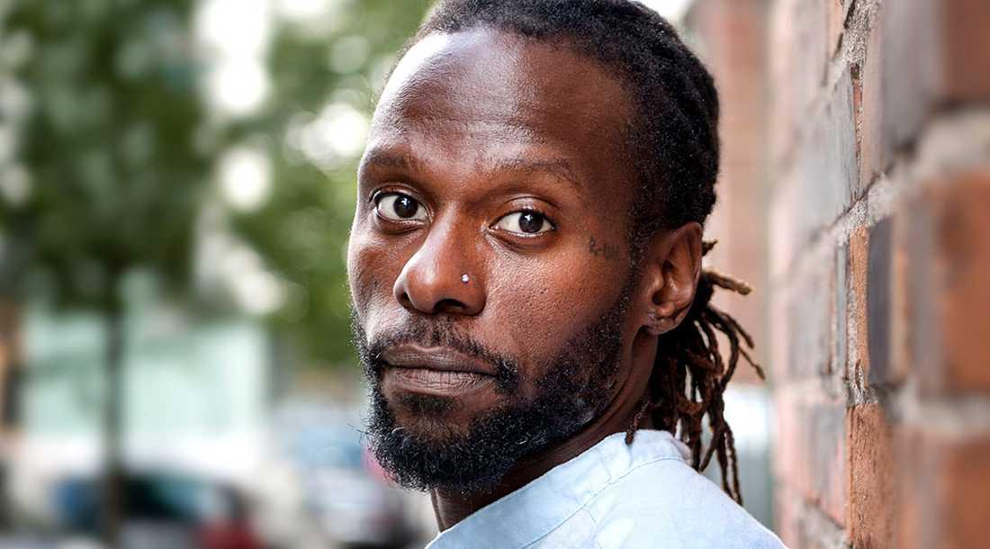 """Martin Mutumba har tillsammans med Erik Niva skrivit """"Äkta hela vägen"""", som nu kommer i ett poddformat."""