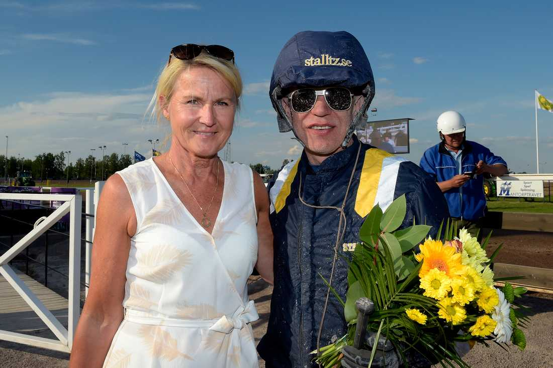 Två Prix d'Amérique-vinnare. Helen A Johansson vann 1995 med Ina Scot och Örjan Kihlström med Maharajah 2014.