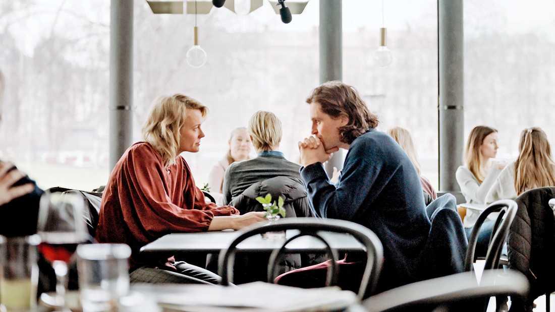 """""""Älska mig"""" av Josephine Bornebusch, här med Sverrir Gudnason, fick nyligen premiär på Viaplay, som ska producera minst 20 nordiska serier om året framöver. Pressbild."""