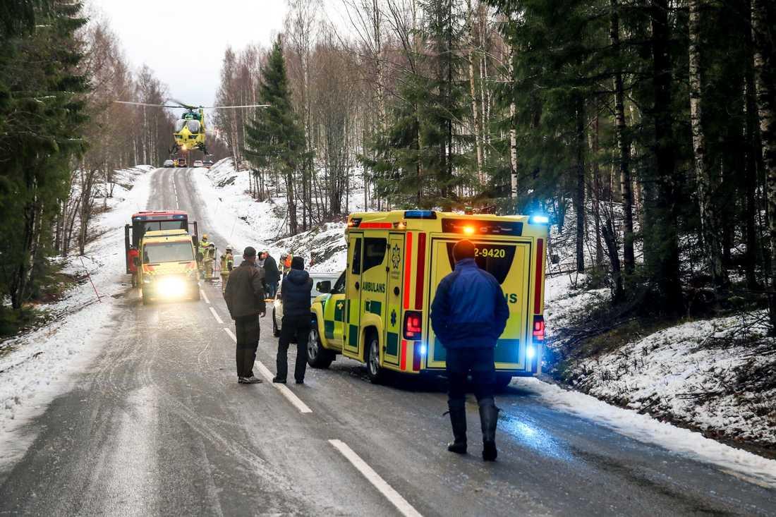 Två personer är allvarligt skadade efter en trafikolycka i Arvika kommun.