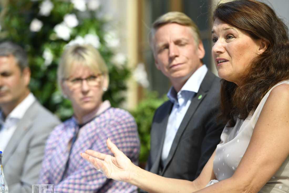 Handelsminister Ann Linde (till höger) är favorit att överta utrikesministerportföljen efter Margot Wallström. Arkivbild.