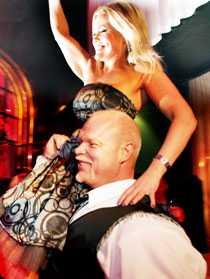 """2, 6 miljoner svenskar såg Annika Sjöö och Amgnus Samuelsson ta hem segern i """"Let's dance""""."""