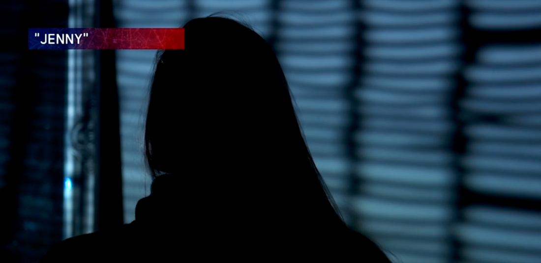 """Ett av mannens offer """"Jenny"""", är med och pratar om mannen i programmet."""