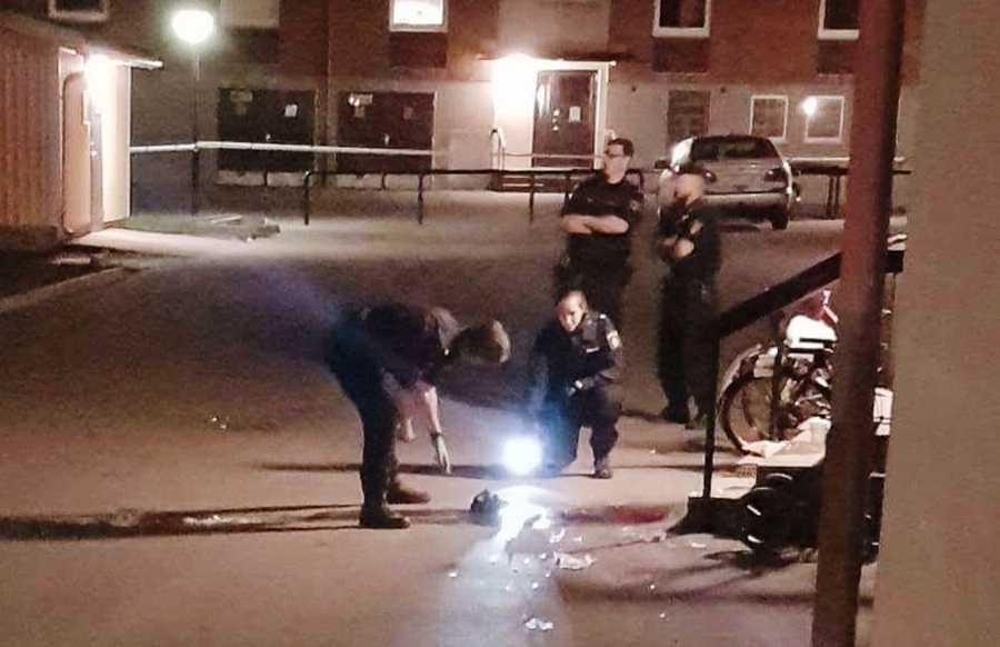 En man misstänks ha blivit knivstucken i ögat i Eskilstuna.