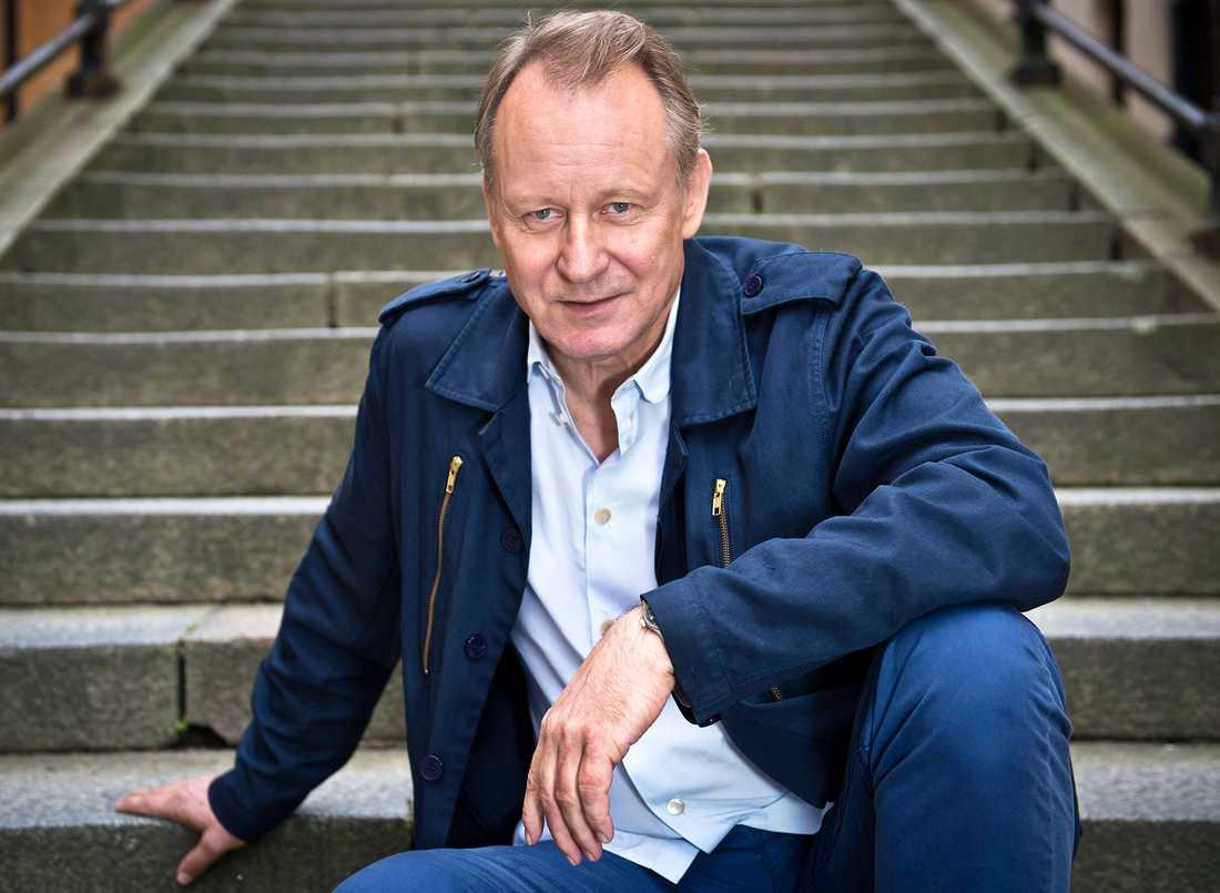 """Stellan Skarsgård får gärna spela Jonas Sjöstedt: """"Han har efterfrågat fler heta svenska roller."""""""