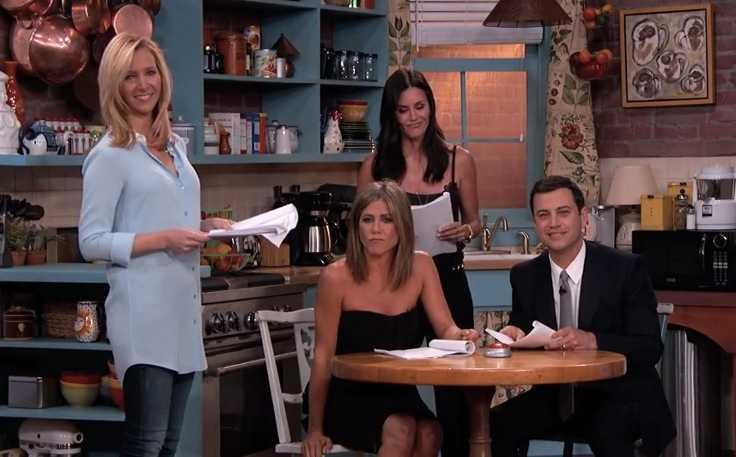 """Lisa Kudrow, Courteney Cox och Jennifer Aniston gästade Jimmy Kimmels show, och det blev en """"Vänner""""-fest."""