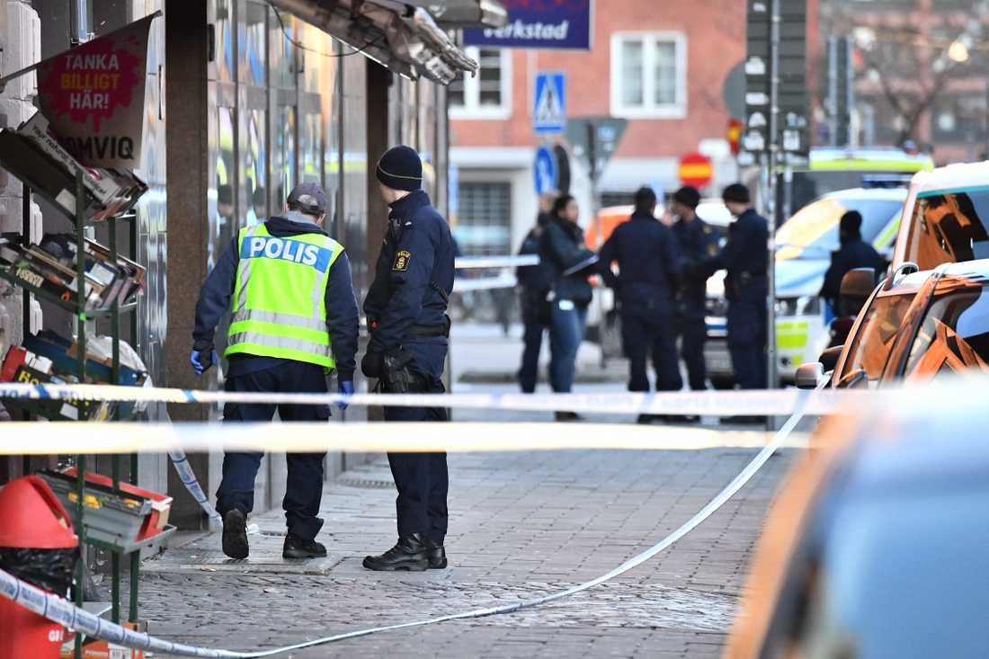 Man skjuten till döds vid Södra Skolgatan/möllevången i Malmö.